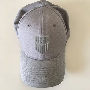 Men's New Era US Soccer 39Thirty Gray Logo Cap